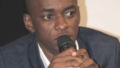 Photo of Cabral Libii propose une «politique courageuse» d'investissements infrastructurels