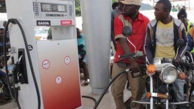Photo of Voici pourquoi les prix du carburant ne baissent pas à la pompe