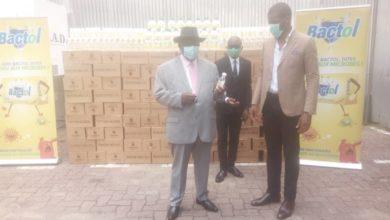 Photo of Biopharma offre 10.000 bouteilles de gels hydro-alcooliques à la ville de Douala
