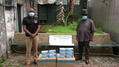 Photo of La Fondation Kadji Defosso remet un chèque de 2 millions de fcfa à la ville de Douala