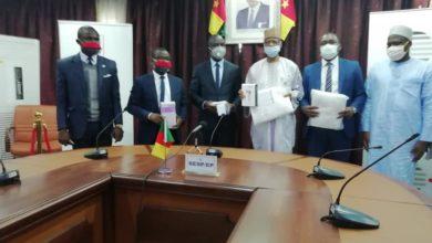 Photo of Afriland First Bank offre 132 millions de F de matériel médical pour la riposte